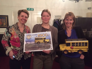 Donatie voor de bus door Soroptimisten Leeuwarden
