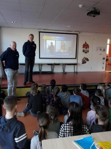 Kiran Fonds blij met actie Bonifatius school Enschede